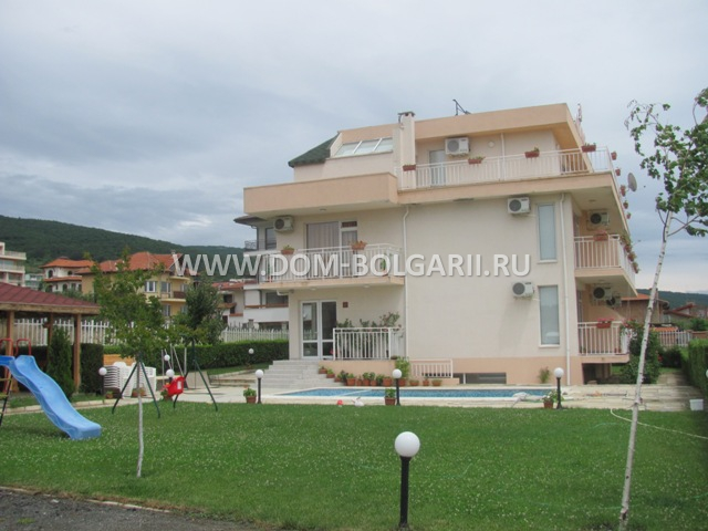 Three story house of family hotel type for sale in st vlas for Three story house for sale