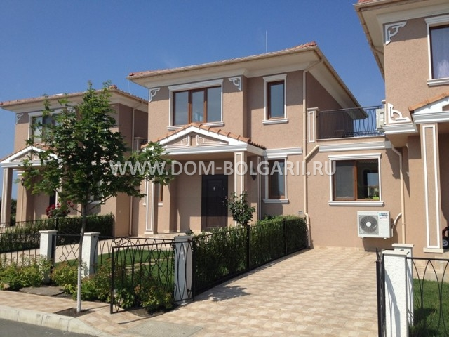 Two storey house for sale in complex of closed type for 2 storey house for sale
